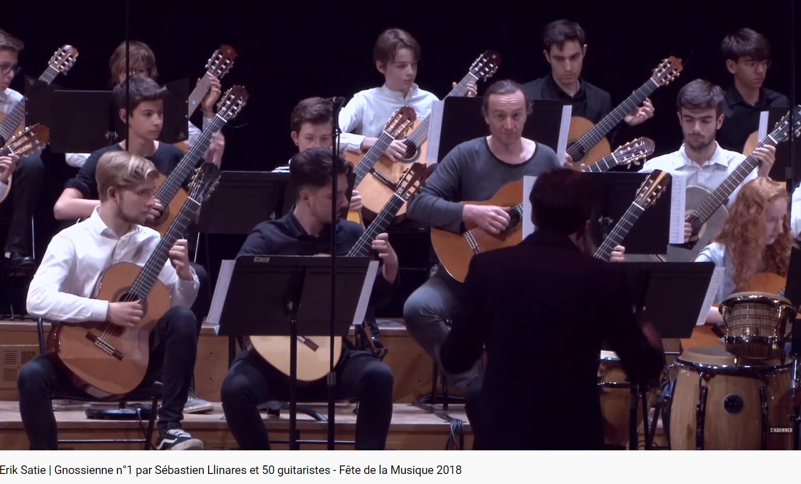 Satie Gnossienne no 1 pour 50 guitares